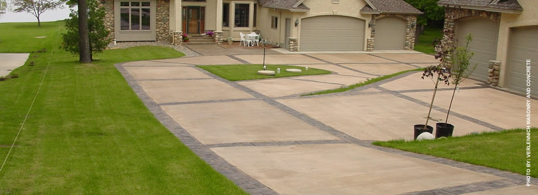Concrete driveways photos patterns designs for Cement driveway ideas